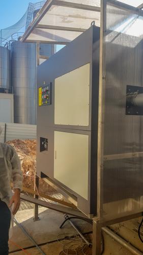 ניקיון רצפת יצור במפעל מזון